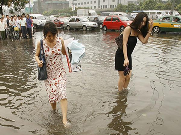 Çin sular altında qaldı - Sakinlər təxliyə olunur