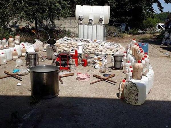 Türkiyədə toyuq fermasında 1 ton heroin tapıldı