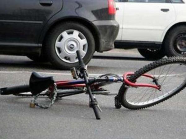 Avtomobil 16 yaşlı velosipedçini vurub