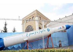 """İran """"Simorq"""" raketini sınaqdan çıxardı - VİDEO"""