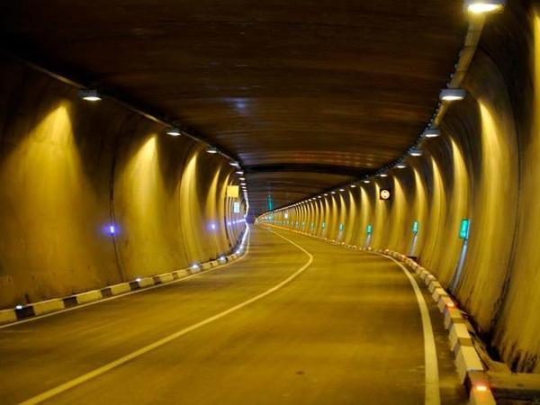 İstanbulda Bosfor boğazının altından 3 mərtəbəli tunel tikiləcək