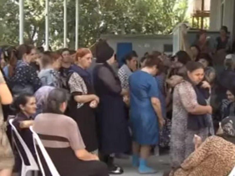Bərdədə atanın kuvaldla vurduğu 19 yaşlı qız öldü