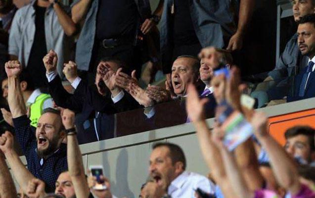 Ölkə prezidenti oyunu stadiondan izlədi - FOTO