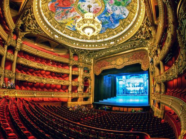 Əsrarəngiz opera teatrları: heyranedici 13 FOTO