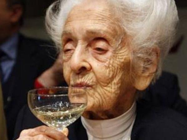 104 yaşlı Nobel mükafatçısından 100 il yaşamağın SİRLƏRİ... - FOTO