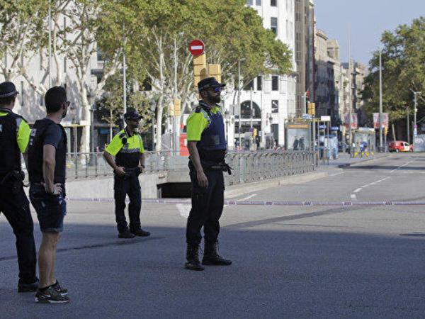 Barselonada polis bir terrorçunun axtarışını davam edir