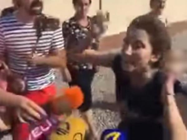 """Gürcüstanda polis həmyerlilərimizin evlərinə basqın etdi, <span class=""""color_red"""">qadınlar səs-küy qopardılar - VİDEO</span>"""