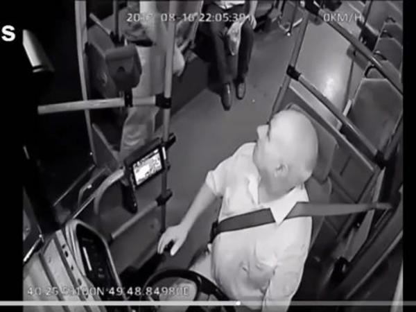 DİN: Avtobus sürücüsünə silah çəkən şəxsin kimliyi tam müəyyənləşib - VİDEO