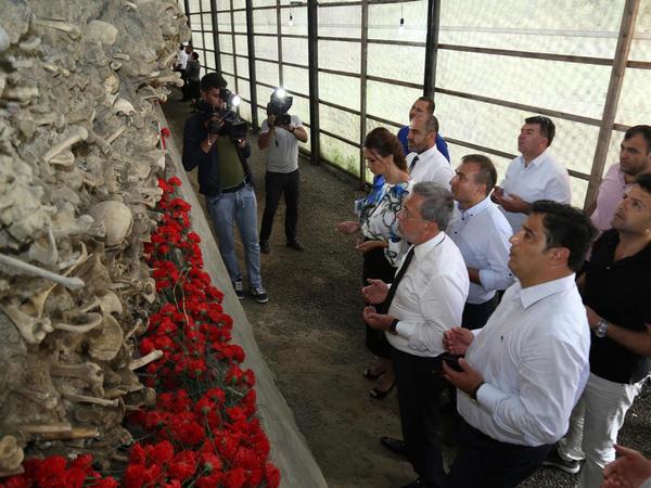 Türkiyəli siyasətçilər və ziyalılar Quba Soyqırımı Memorial Kompleksini ziyarət ediblər - FOTO