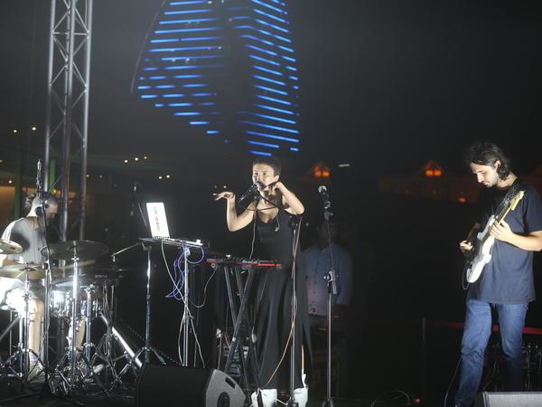 """Heydər Əliyev Mərkəzinin parkında """"Dihaj"""" qrupunun konserti olub - FOTO"""