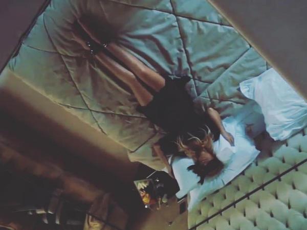 """Nura """"İphone 7"""" ilə çəkilmiş yataq görüntüsünü paylaşdı - FOTO"""