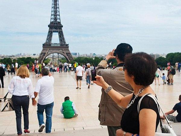 Paris son 10 ildə turistlərin sayına görə rekord vurub