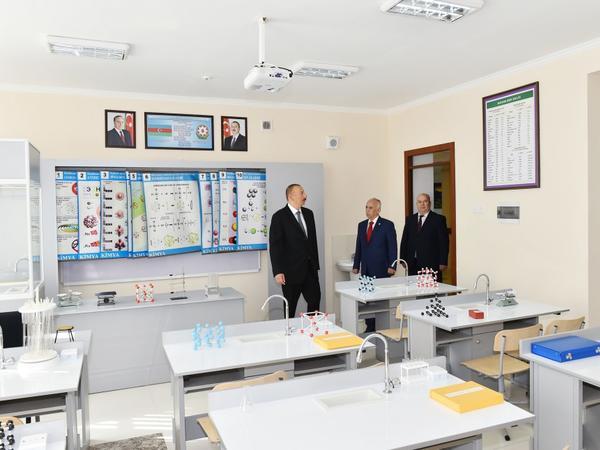 Prezident İlham Əliyev Bakıdakı 257 nömrəli məktəbin yeni korpusunda yaradılan şəraitlə tanış olub - FOTO