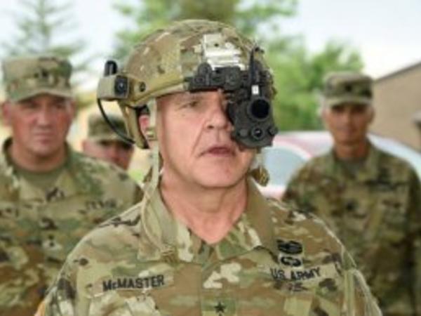 General mini yubkalı qız şəkli göstərdi, prezident dərhal fikrini dəyişib ordu yeritməyi qərara aldı - FOTO