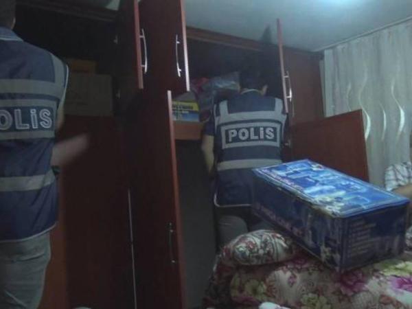 Polis əməliyyata getdiyi evdən oğurluq etdi - VİDEOFAKT