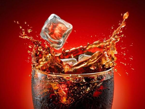 """""""Coca-Cola"""" içdikdən 10 dəqiqə sonra orqanizmdə NƏ BAŞ VERİR? - <span class=""""color_red"""">İNANMAYACAĞINIZ GERÇƏKLƏR</span>"""