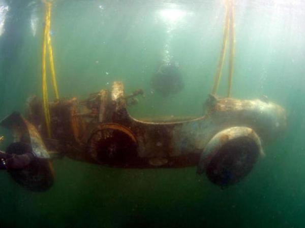 73 il gölün dibində qalan Bugatti inanılmaz QİYMƏTƏ SATILDI - FOTO