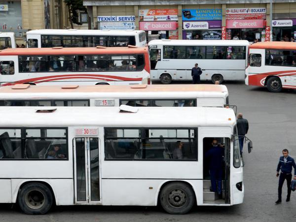 """BNA sürücülərin döyülməsindən narahatdır - <span class=""""color_red""""> Avtobuslara kameralar tələb olunur</span>"""