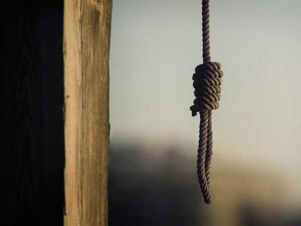 39 yaşlı qadın intihar edib