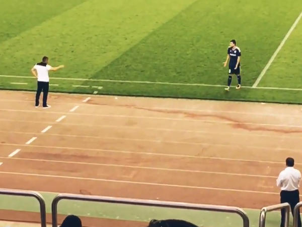 Qurban Qurbanovun futbolçusuna əsəbləşdiyi an – VİDEO