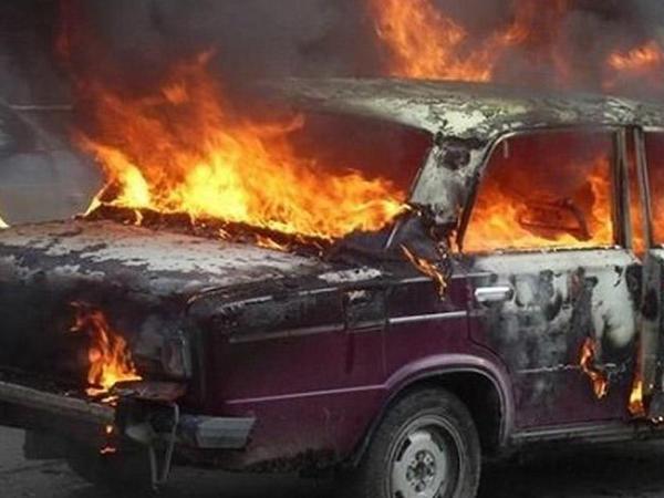 Sumqayıtda maşın yandı