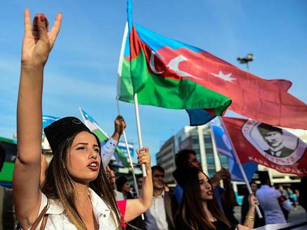 Ankara meydanında Azərbaycan bayraqları - FOTO