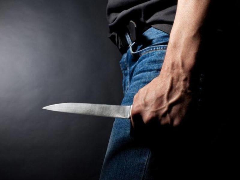 Bakıda orta yaşlı kişi özünü bıçaqlayaraq intihara cəhd edib