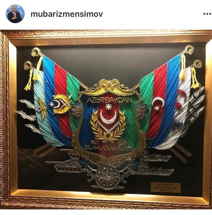 Ramil Səfərovdan Mübariz Mənsimova hədiyyə - FOTO