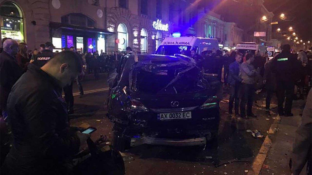 Xarkovda avtomobil kütləyə çırpılıb: 6 ölü - YENİLƏNİB - FOTO
