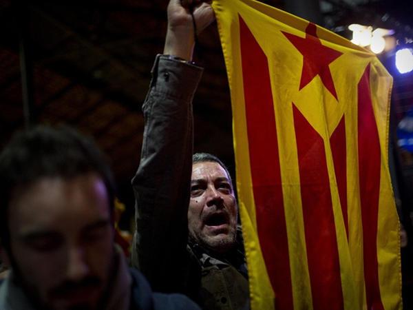 İspaniya Kataloniyanın muxtariyyətini dayandırır