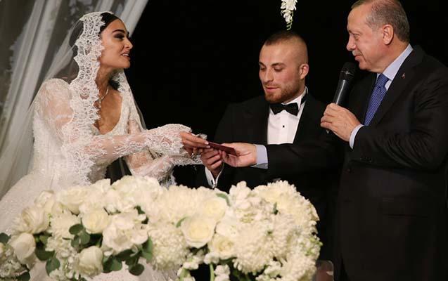 Məşhur futbolçu ilə aktrisa evləndi - Ərdoğan nikah şahidləri oldu - FOTO