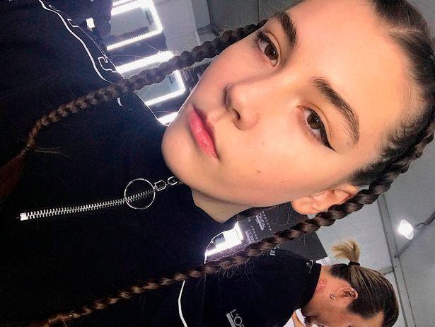 14 yaşında modellik etdirilən qız öldü -