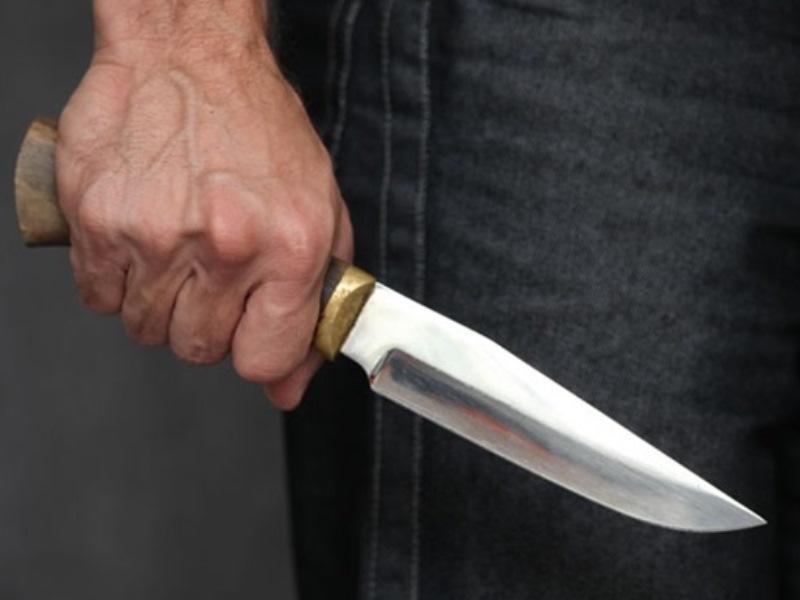 Bıçağını çıxarıb öz boğazına dirədi...