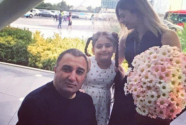 Rəqsanə ərinin qızları ilə FOTOsunu yaydı