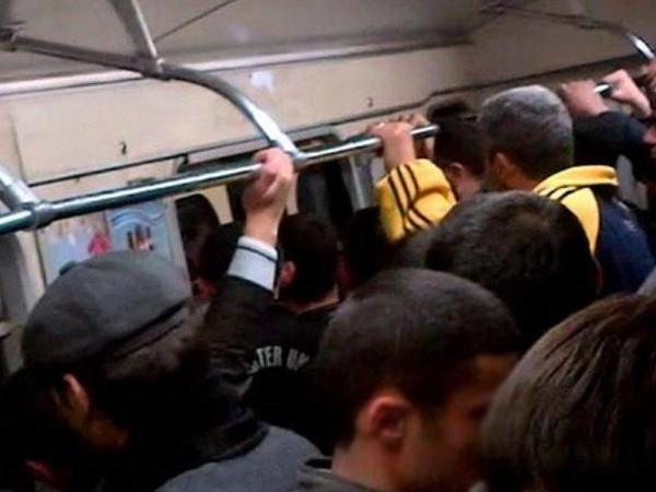 """Deputat metrodan gileyləndi: """"Gərək bir milyon insan boğulsun?!"""""""