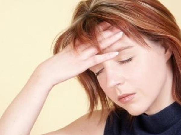 Beyin şişlərinin ƏLAMƏTLƏRİ: nələrə diqqət olunmalıdır?