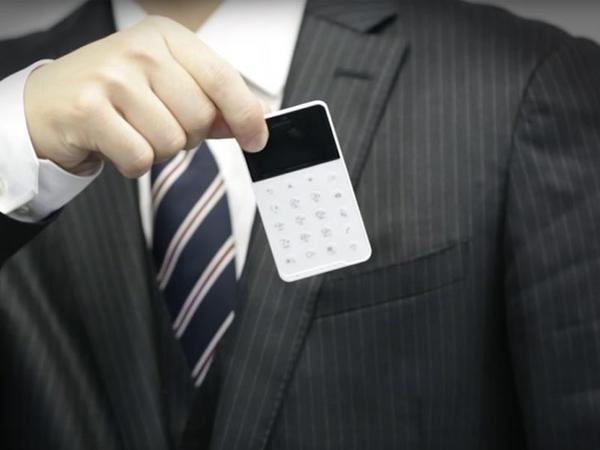 Bank kartı ölçüsündə smartfon təqdim olundu - VİDEO