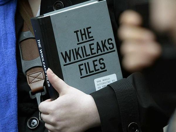 """Kiçik Tramp """"WikiLeaks""""lə yazışmalarını açıqladı"""