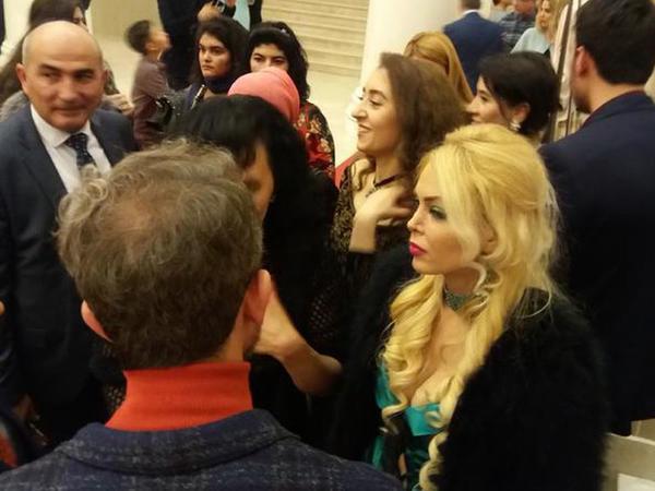 44 yaşlı əməkdar artist geyimi ilə təəccübləndirdi - FOTO