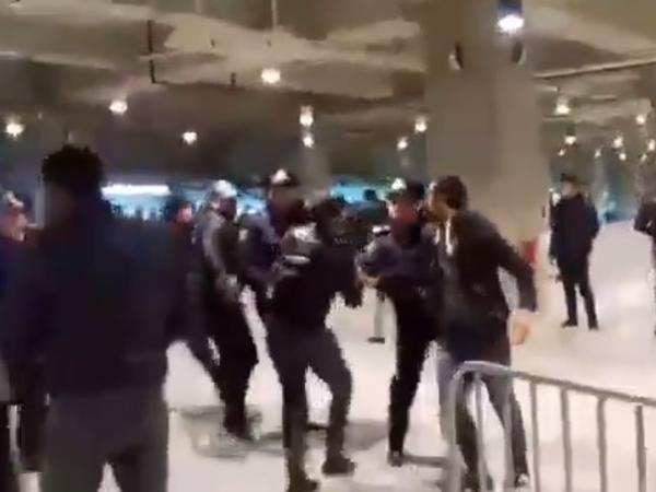 """""""Qarabağ"""" - """"Sumqayıt"""" matçında kütləvi dava - VİDEO"""