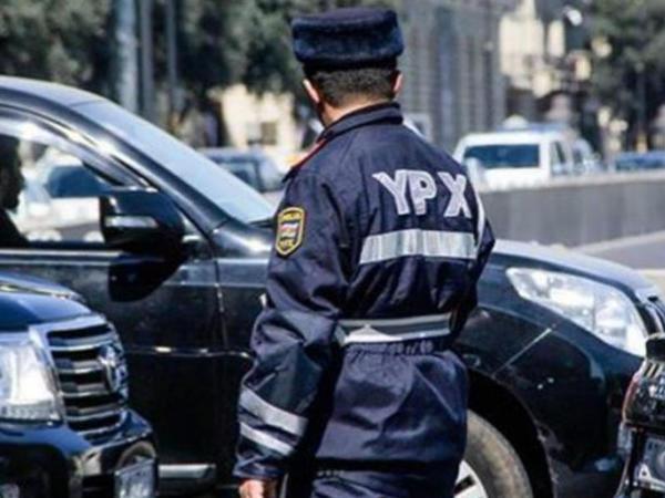 """Yol polisi türkiyəli yazara pul təklif etdi: """"Yoxundursa, verim"""""""