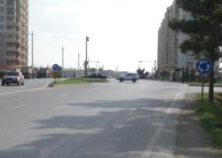 Bu yolda qoyulan yol nişanları sürücüləri çaşdırır - VİDEO