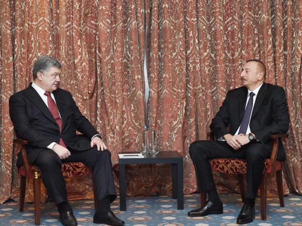 Prezident İlham Əliyev Brüsseldə ukraynalı həmkarı Petro Poroşenko ilə görüşüb - FOTO
