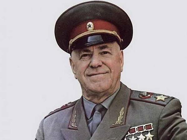 """4 xanıma tabe olan böyük sərkərdə - Stalinin çəkindiyi <span class=""""color_red"""">MARŞAL JUKOV… - FOTO</span>"""