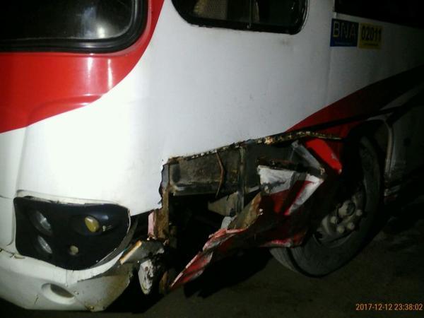 """Bakıda avtomobil avtobusla toqquşub, <span class=""""color_red"""">xəsarət alan var - FOTO</span>"""