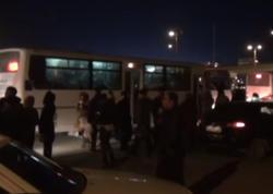 """""""Koroğlu"""" metro stansiyasının çıxışında XAOS - <span class=""""color_red"""">Sərnişinləri yolun ortasında düşürürlər - VİDEO</span>"""