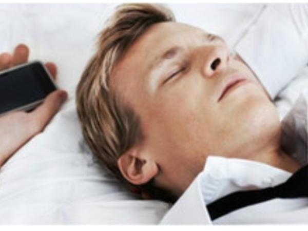 """Telefonun yanında yatmaq ziyanlıdır - <span class=""""color_red"""">XƏBƏRDARLIQ</span>"""