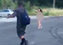 Biabırçılıq: qadın lüt halda parkda gəzişdi - VİDEO - FOTO