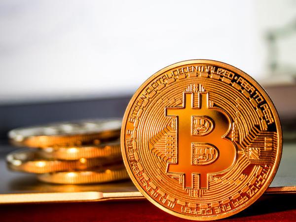 """""""Bitcoin""""in dəyəri üçillik maksimuma çatıb"""