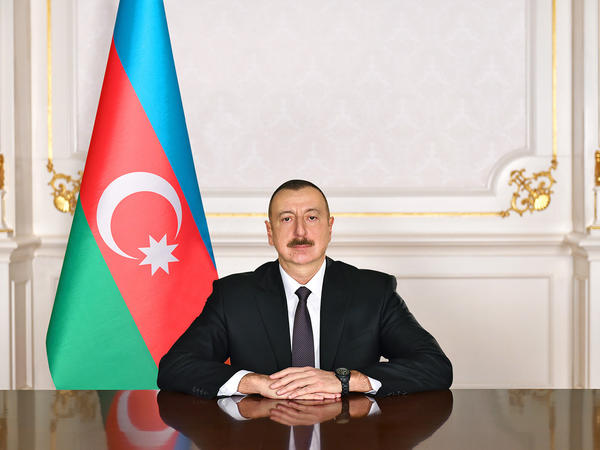 """Prezident İlham Əliyev Enzo Moavero Milanesini """"Dostluq"""" ordeni ilə təltif edib"""